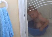 een afwasteiltje als bad voldoet ook prima in de vakantie